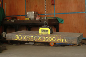 a 300 kg lifting magnet used for lifting a 90x530x1000 mm job (approx 390kg)